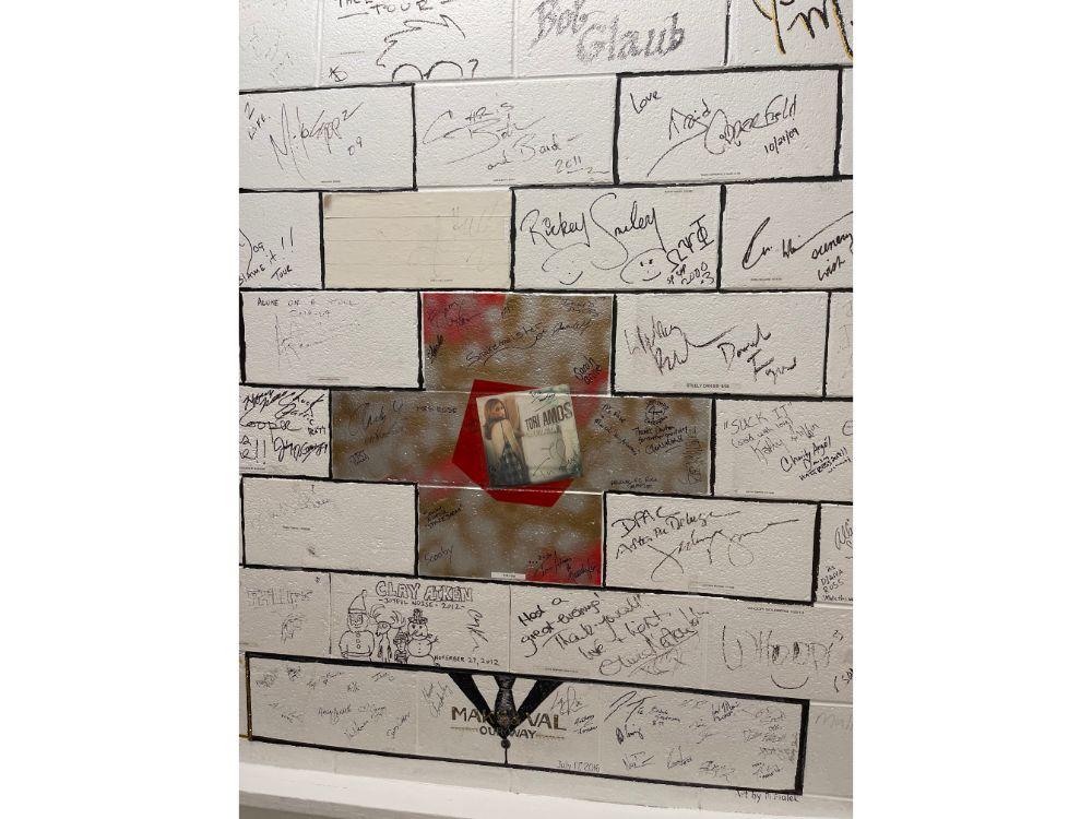 Signatures_on_Bricks